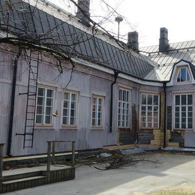 Tornion Porthanin koulun julkisivu remontti.