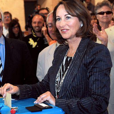 Ségolène Royal äänestää Ranskan parlamenttivaalien toisella kierroksella.