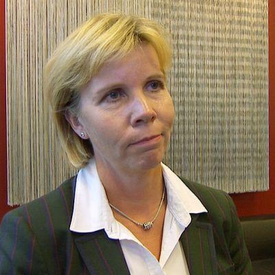 Oikeusministeri Anna-Maja Henriksson.
