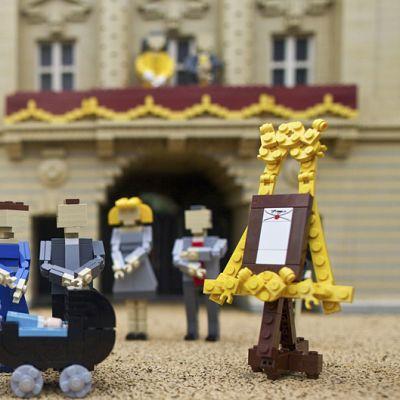Legomalli Britannian hovista ja heidän uudesta prinssistä.