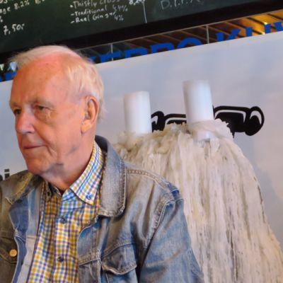 Caj Bremer olutravintola Birgerissä Hämeenlinnassa perjantaiparlamentin vieraana