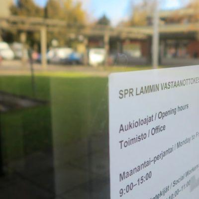 SPR Lammin vastaanottokeskuksen toimiston ovi