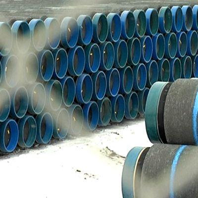 merenalaista kaasuputkea Eupecin tehtaalla Kotkassa