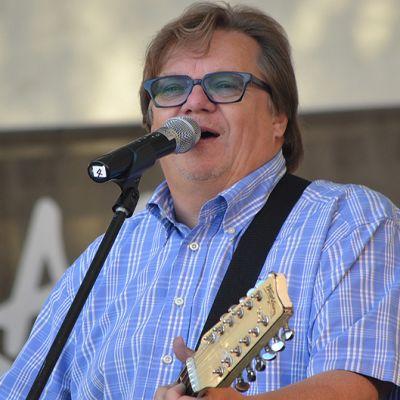 Mikko Alatalo esiintymässä Hämeenlinnan Elomessuilla elokuussa 2011.