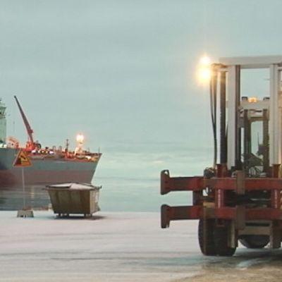 Laiva Kemin satamassa