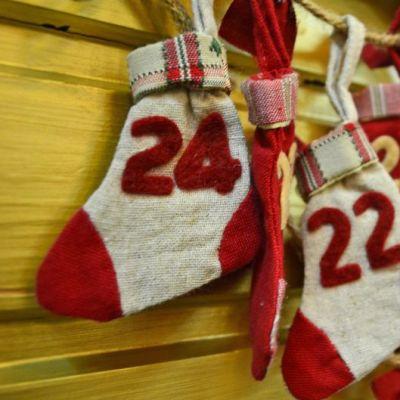 Iittalan jouluasetelma 2011, lahjasukkia rivissä