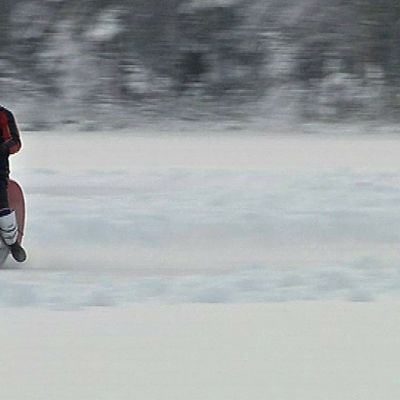Jääspeedwayta ajetaan Ylitornion Reväsjärvellä.