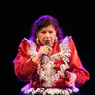 Laulaja Hilja Grönfors esiintymässä Savoy-teatterissa.