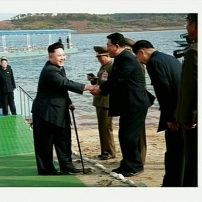 Pohjois-Korean television julkaisemissa päiväämättömissä kuvissa Kim Jong-un vierailee vastarakennetussa tiedemiehille rakennetussa lomakeskuksessa.