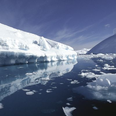 Sulavaa jäätä pohjoisella napa-alueella.