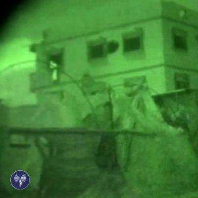 Israelin armeijan kuvaamaa ja julkaisemaa pimeänäkölaitteiden avulla kuvattua materiaalia joukkojen etenemisestä Gazassa torstain ja perjantain välisenä yönä.