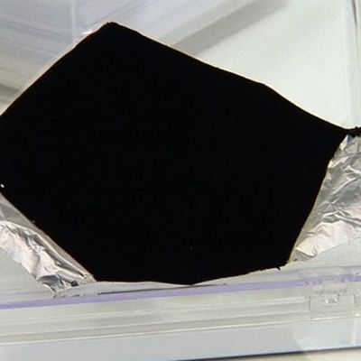 Surrey NanoSystems -yhtiön kehittelemää uutta supermustaa nanopinnoitetta.