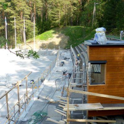 Ahveniston maauimalan altaalle on rakennettu uusi uimavalvomo