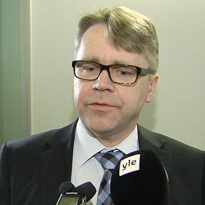 Kristillisdemokraattien kansanedustaja Peter Östman eduskunnassa lakivaliokunnan kokouksen jälkeen.