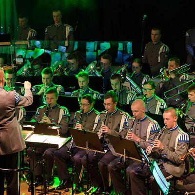 Puolustusvoimien Varuskuntasoittokunta konsertoi Cinema-kiertueella Lahdessa vuonna 2013