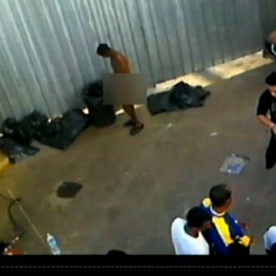 Syyrialaisen siirtolaisen kännykällä kuvaamassa videossa näkyy, miten Lampedusan saarelle saapuneita siirtolaisia desinfioidaan saaren vastaanottokeskuksessa.