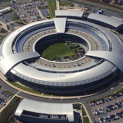 Britannian signaalitiedustelulaitoksen GCHQ:n rakennus.
