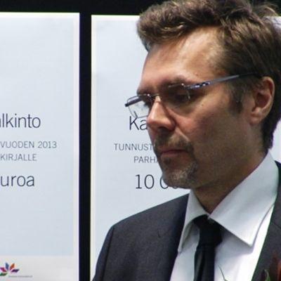 Petteri Pietikäinen vastaanotti Kanava-palkinnon Kirjamessuilla 25. lokakuuta.