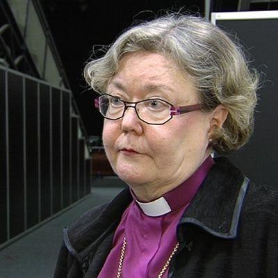 Helsingin piispa Irja Askola.