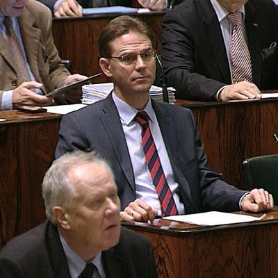 Pääministeri Jyrki Katainen eduskunnassa vähän ennen luottamusäänestystä.