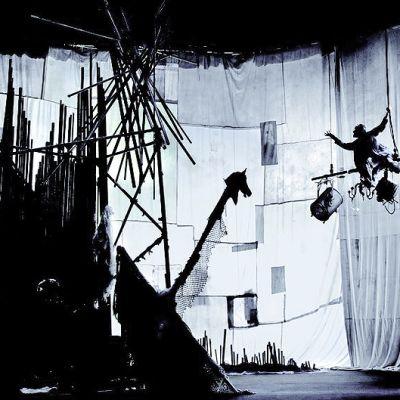 Kuva James Thierréen Compagnie du Hanneton -kiertueryhmän esityksestä Raoul.