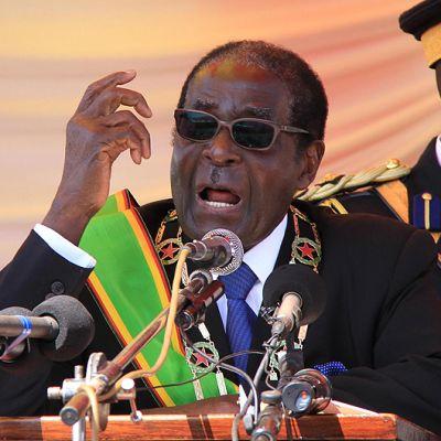 Robert Mugabe puhuu.