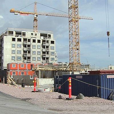 Uusia taloja rakennetaan Helsingin Jätkäsaareen.
