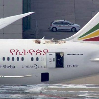 Ethiopian Airlinesin Boeing Dreamliner -lentokone syttyi tuleen Heathrow'n lentokentällä.