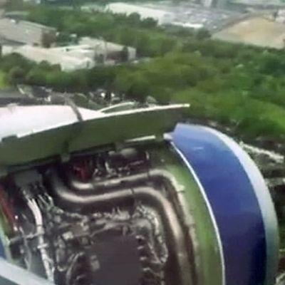 Amatöörikuvaajan videolta otetussa kuvassa näkyy Heathrown lentokentälle pakkolaskun tehneen British Airwaysin koneen moottori koneen lähestyessä kenttää.