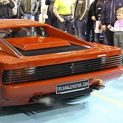 Ferrari Testarossa Classic Motorshow -näyttelyssä.