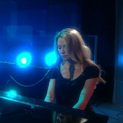 Anna Eriksson esiintymässä.