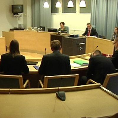 Kuvassa käräjäoikeuden istunto meneillään