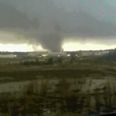 Tornado pellolla.