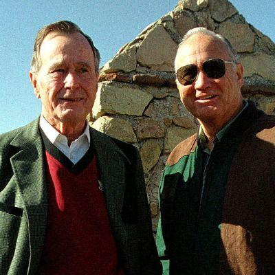 Kenraali Norman Schwarzkopf ja Yhdysvaltain entinen, Persianlahden sodan aikainen presidentti George Bush.