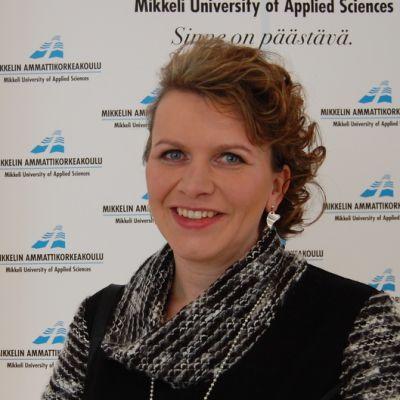Anne Marttiin valmistui sosionomiksi Mikkelin ammattikorkeakoulusta