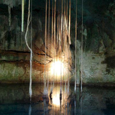 """Vedenalainen luolaston uskotaan olleen mayojen portti """"pelon paikkaan"""", Xibalbaan. Kuva on vuodelta 2008."""