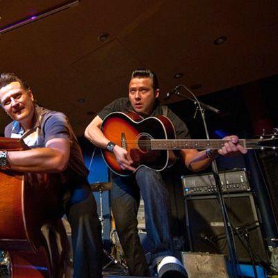 Suomalainen 20th Flight Rockers -bändi esiintymässä hotelli Vaakunassa vuonna 2011