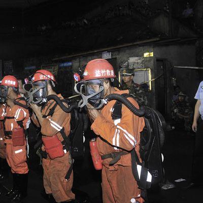 Pelastustyöntekijät valmistautuivat ryhtymään toimiin Xiaojiawan hiilikaivoksella 29. elokuuta 2012.