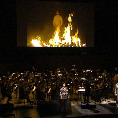 Orkesteri ja laulajia Tristan ja Isolde -oopperan harjoituksissa.
