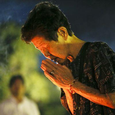 Hiroshiman pommituksesta selvinneet rukoilivat iskussa menehtyneiden puolesta tapahtuman 67. vuosipäivänä Hiroshiman muistomerkillä 6. elokuuta.