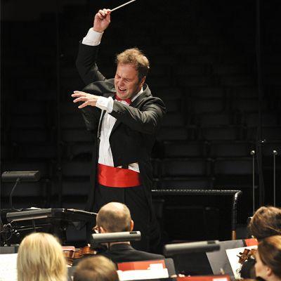 Sakari Oramo johtamassa Radion sinfoniaorkesteria.