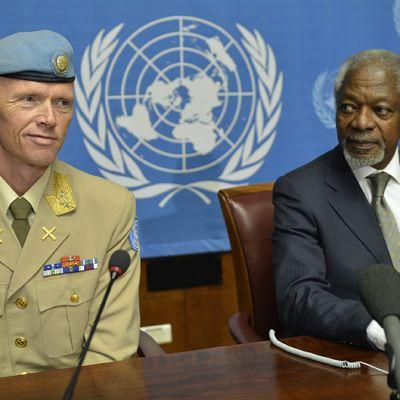 YK:n Robert Mood Robert Mood ja Arabiliiton Syyrian erityisedustaja Kofi Annan.