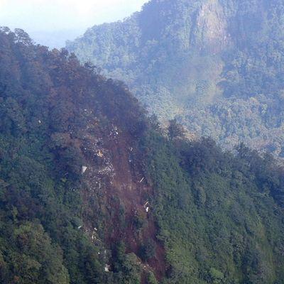 Indonesian ilmavoimien ottama kuva Suhoi-testikoneen putoamispaikasta.