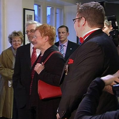 Presidentti Halonen kiittämässä dokumentin tekijöitä esityksen jälkeen.