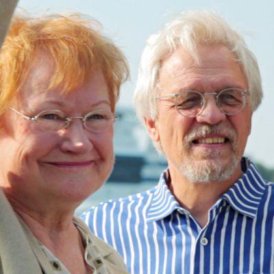 Tarja Halonen ja Pentti Arajärvi laivan kannella.