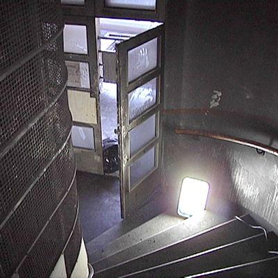 Hämeenkatu 10:n savuinen rappukäytävä