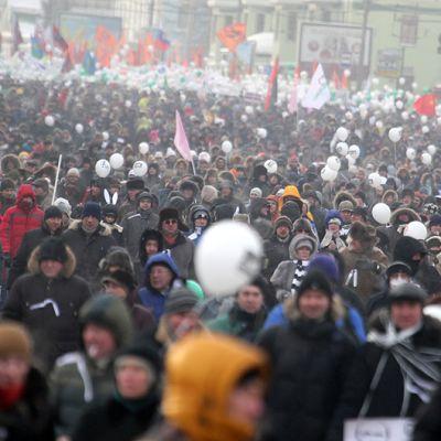 Opposition tukijat osoittavat mieltään Moskovassa.