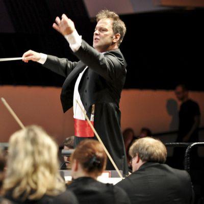 Sakari Oramo johtaa Radion sinfoniaorkesteria Finlandia-talossa