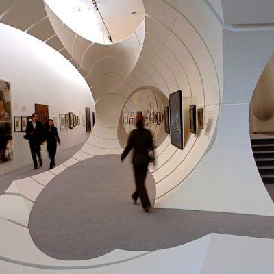 Sisänäkymä Berliinin Guggenheim-museosta