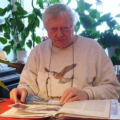 Seppo Saarinen Kanta-Hämeen oppaista kerää aineistoa olympialaisista Hämeenlinnassa muidenkin kaupungin oppaiden käyttöön.